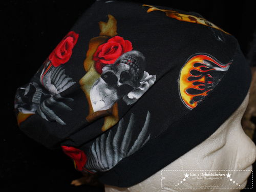 "Beanie, cap ""skulls"" black-red"