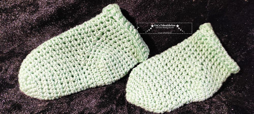 cute baby socks hand-crocheted approx.